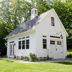 Build a shed on a weekend - Plans - - Barn Garages Garage and Shed Design Ideas, Pictures, Remodel Decor Build a Shed on a Weekend - Our plans include complete step-by-step details. If you are a first time builder trying to figure out h Garage Guest House, Carriage House Garage, Garage Shed, Garage Workshop, Garage Studio, Garage Storage, Garage Exterior, Garage Attic, Small Garage