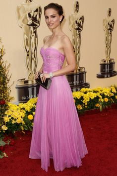 Loving this pink Rodarte gown Natalie Portman wore to the 2009 Oscars. Red Carpet style, nuff said. Natalie Portman Style, Oscar Dresses, Evening Dresses, Oscar Gowns, Elie Saab, Robes D'oscar, Nathalie Portman, Strapless Dress Formal, Formal Dresses
