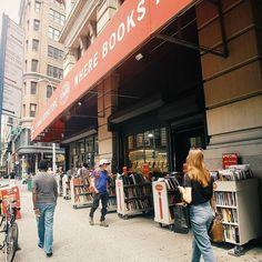 Strand czyli 18 mil książek. Jedna z najsłynniejszych księgarni świata  #tbt #strand #bookstore #nyc #księgarnia  #kupiłbymkurwawszystko #czytam #terazczytam #książka #książki #books #book #read #reading #reader #instagood #vscocam #vsconyc #bibliofilia @strandbookstore