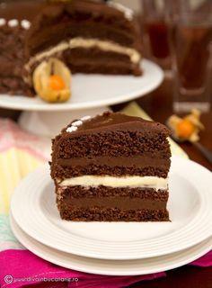 TORT DE CIOCOLATA CU MIEZ DE LAPTE | Diva in bucatarie Dessert Cake Recipes, Dessert Drinks, Sweets Recipes, Delicious Deserts, Healthy Desserts, Yummy Food, Romanian Desserts, Fall Cakes, Chocolates