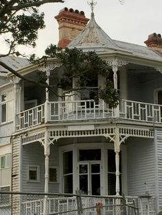 Huge colonial villa in Auckland moves to make way for replica villa | Stuff.co.nz