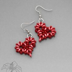 beaded heart earrings - found on Panda Hall blog, but NO instructions or bead info -- HELP I WANT to make them ;)