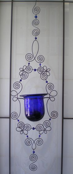 Bead and wire hanging votive candle holder Wire Crafts, Metal Crafts, Diy And Crafts, Arts And Crafts, Wire Wrapped Jewelry, Wire Jewelry, Wire Hangers, Craft Organization, Garden Crafts