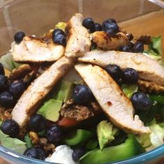 Peri Peri chicken breast salad with walnuts and blueberries! Please tag a pal who loves some breasts! Carb Free Recipes, Easy Healthy Recipes, Lean Recipes, Clean Eating Recipes, Healthy Eating, Cooking Recipes, Healthy Food, Joe Wicks Recipes, Peri Peri Chicken