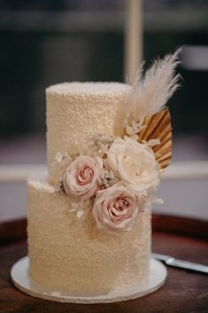 This textured beige wedding cake with two tiers was so delicious! The gorgeous pink pastel roses, white roses, and pampas grass and dried palm leaves as decorations are just beautiful. Birthday Cake Toppers, Wedding Cake Toppers, Grass Cake, Flower Cake Decorations, Boho Cake, Beige Wedding, Engagement Cakes, Fall Wedding Cakes, Wedding Cake Inspiration