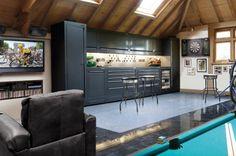 A garagem é uma parte da casa tão importante quanto as outras e sua decoração não deve ser deixada de lado. Inspire-se com esses exemplos!