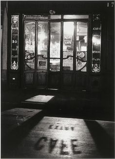 Andre Kertesz, Bistro, 1927. Learn Fine Art Photography - https://www.udemy.com/fine-art-photography/?couponCode=Pinterest10