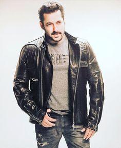 Salman Khan attitude pictures collection & handsome look - Life is Won for Flying (wonfy) Salman Khan Photo, Aamir Khan, Salman Katrina, Salman Khan Wallpapers, Indian Star, Sr K, Star Images, Romantic Movies, Indian Celebrities