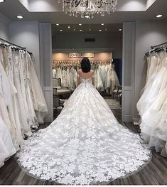 "972 Gostos, 8 Comentários - all wedding dresses (@dreamybridals) no Instagram: ""Yes or No to this dress?"""