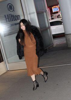 Sali Kimi Enjoying Her Time at Time Square, New York City - World Press Release Black Fur Coat, World Press, My Black, New York City, Times Square, Fashion, Moda, New York, Fashion Styles