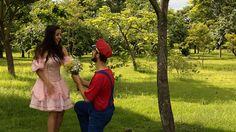 """Jornalista e engenheiro de BH filmaram uma """"fase"""" do game do Parque Ecológico da Pampulha para contar aos amigos que estão se casando"""
