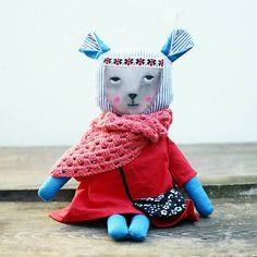 diEnes / bábika. Handmade soft doll. Red dressed. Hand painted face. Handbag and granny shawl.