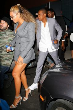They're the biggest power couple in the music industry. So it was fitting that Beyonce and Jay Z decided to coordinate in his and hers power suits on Monday for the premiere in New York City. Power Dressing, Beyonce Fans, Beyonce Style, Couple Outfits, Beyonce Knowles, My Black Is Beautiful, Matching Outfits, Celebrity Style, Style