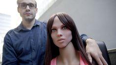 """La Caja de Pandora: Un científico pone """"cerebro"""" a una muñeca sexual y..."""