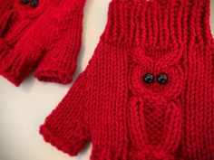 How to Knit Fingerless Gloves – with OWLS! | KweenBee.com Knitted Mittens Pattern, Knitted Owl, Knitting Paterns, Fingerless Gloves Knitted, Free Knitting, Crochet Patterns, Owl Knitting Pattern, Knitting Ideas, Stitch Patterns