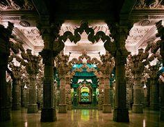 Shri Swaminarayan Mandir, Brentfield Road, Londres (Reino Unido) - English Heritage:  http://www.guardian.co.uk/travel/gallery/2012/oct/29/london-hidden-interiors-architecture-pictures#/?picture=398398609=3