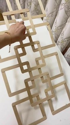 Diy Room Decor Videos, Diy Crafts For Home Decor, Craft Room Decor, Diy Crafts Hacks, Diy Arts And Crafts, Diy Projects, Popsicle Stick Crafts House, Craft Stick Crafts, Diy Wall Art