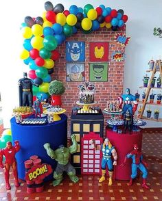 Let's party! The best birthday party and themed party decorations. Hulk Birthday Parties, Birthday Table, Superhero Birthday Party, 4th Birthday, Superhero Party Favors, Spider Man Party, Avenger Party, Avenger Cake, Avengers Party Decorations