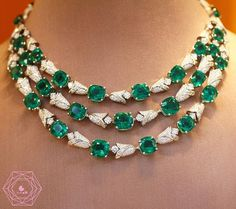 Amazing emerald necklace by @bulgariofficial