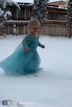 Madelyn finally got some snow to do her scene 😂 By: Michele Funny Baby Faces, Cute Funny Baby Videos, Cute Funny Babies, Funny Videos For Kids, Funny Short Videos, Funny Cute, Cute Little Baby, Cute Baby Girl, Cute Baby Pictures