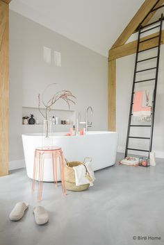 Bathroom inspiration with concrete, peach and hammam towels | Binti Home blog…