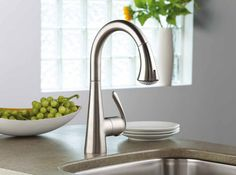 Kitchen, Simple Kitchen Faucet Design With Single Handle Made From Sparkling Stainless Materials: Choosing The Best Kitchen Faucets Contemporary Kitchen Faucets, Best Kitchen Faucets, Kitchen And Bath, Bathroom Faucets, Kitchen Craft, Kitchen Modern, Country Kitchen, Kitchen Ideas, Elegant Kitchens