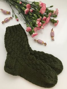 Crochet Stars, Diy Projects To Try, Knitting Socks, Mittens, Diy And Crafts, Knitting Patterns, Slippers, Handmade, Gloves
