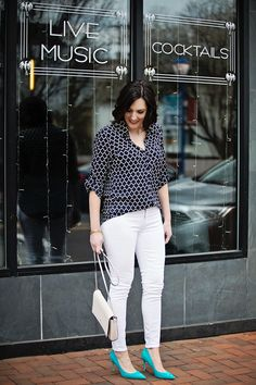 Jo-Lynne Shane wearing black print Express Portofino Shirt with white Paige Verdugo skinny jeans and Sam Edelman Hazel Pumps in Gulf Blue.