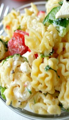 Creamy Greek yogurt dressing makes this Healthy Spinach and Feta Greek Pasta Salad into a protein-packed side dish! Side Dish Recipes, Veggie Recipes, Great Recipes, Vegetarian Recipes, Cooking Recipes, Healthy Recipes, Side Dishes, Cooking Ideas, Easy Recipes