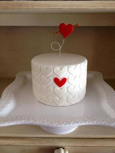 Looking for cake decorating project inspiration? Check out Valentine's Heart Cake by member msichana. Looking for cake decorating project inspiration? Check out Valentine's Heart Cake by member msichana. Pretty Cakes, Cute Cakes, Beautiful Cakes, Amazing Cakes, Fondant Cakes, Cupcake Cakes, Buttercream Cake, Fondant Tips, Dessert Original