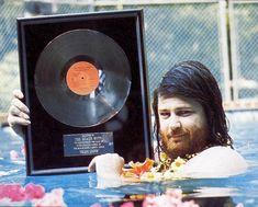 Brian Flippin' Wilson Wilson Brothers, Brian Wilson, Boy Music, The Beach Boys, Rare Photos, California, Youtube, Beards, Musicians