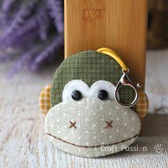 Monkey Key Pouch - Ba Nana | Craft Passion - Free Sewing Pattern Sewing Patterns Free, Free Sewing, Free Pattern, Sewing Ideas, Key Bag, Key Pouch, Key Covers, Key Design, Sewing Basics
