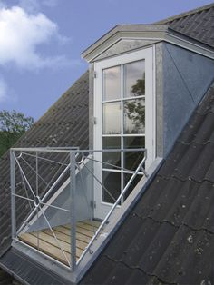 If you are lucky enough to have an attic in your home but haven't used this space for anything more than storage, then it's time to reconsider its use. An attic Attic Master Bedroom, Attic Rooms, Attic Spaces, Bedroom Loft, Master Suite, Roof Window, Attic Window, Attic Renovation, Attic Remodel