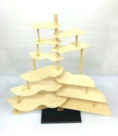 경첩 조형물 프로토타입 2차 - 3 조형물이 완전히 펼쳐진 모습, 수업시간에 나무 판들의 개수를 더욱 늘리고, 동일한 매커니즘을 지닌 작은 조형물을 하나 더 만들어 연결해 보라는 크리틱을 받았다. 또한 현재 조형물의 상태는 뼈대에 가까운 형태이기에 살을 더 붙여야 한다는 의견을 들어, 그 점을 좀 더 수정할 계획이다.