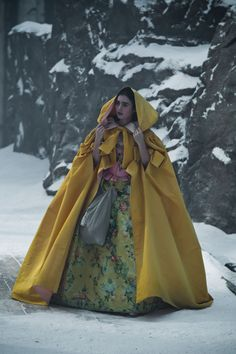 Mirror Mirror costume by Eiko Ishioka Lily Collins as Snow White Eiko Ishioka, Hollywood Costume, Princess Aesthetic, Fantasy Dress, Halloween Disfraces, Movie Costumes, Costume Design, Cool Style, Fashion Photography