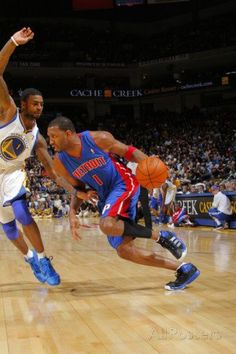 28de8b2f3 Detroit Pistons v Golden State Warriors  Tracy McGrady and Dorell Wright