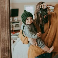 Mom And Baby Photography Discover His Dove Lucius Ace Romano a 23 year old hot bachelor of Newyork CEO of Rom So Cute Baby, Cool Baby, Baby Kind, Mom And Baby, Mommy And Me, Cute Kids, Cute Babies, Baby Boy, Baby Pictures