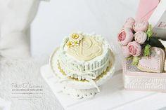 Dollhouse Miniature Cake:  Mint Wafer Rolls Cake♡ ♡