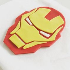 Want this amazing cake kit? The whole avengers cake in one! Youll get iron mans face, hulk hand, Thors hammer, captain America shield as well as the name Marvel Cake, Superman Cakes, Masque Iron Man, Iron Man Kuchen, Pastel Avengers, Iron Man Party, Iron Man Theme, Cupcake Toppers, Cupcake Cakes