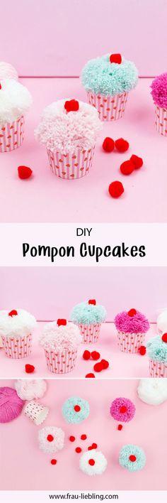 Tolle DIY Deko kann man ganz einfach selber machen: Zum Beispiel diese DIY Pompon Cupcake Girlande aus bunter Glitzerwolle. Coole Deko für deine nächste Party oder auch einfach um deinen Alltag bunter zu gestalten. Pom Pon, Pink Crafts, How To Make A Pom Pom, Cupcakes, Paper Cupcake, Crafty Kids, Pink Parties, Diy For Kids, Origami