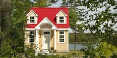 This Petite Cottage Will Totally Sell You on Downsizing
