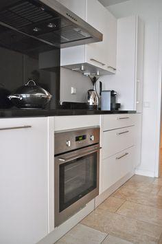 1000 images about keuken on pinterest met kitchens and glass backsplash - Witte keuken met zwart werkblad ...