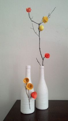 Botellas, ramitas y flores Glass Bottle Crafts, Wine Bottle Art, Plastic Bottle Crafts, Diy Bottle, Diy Home Crafts, Diy Arts And Crafts, Paper Crafts, Deco Nature, Art N Craft