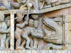 Abbatiale Sainte-Foy de Conques  France Scene uit de Apocalyps, de ongelovigen gaan naar de hel