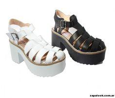 Tops propone cada termporada calzados artesanales confeccionados en materias primas de excelente calidad... Flat Sandals, Shoes Sandals, Types Of Sandals, Chunky Shoes, Spring Tops, Love Fashion, Womens Fashion, Luxury Bags, Platform Shoes
