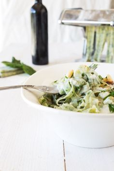 Tagliatelle with Spinach, Gorgonzola Sauce and Pinion Pins via La Raffinerie Culinaire Wine Recipes, Pasta Recipes, Great Recipes, Cooking Recipes, Healthy Recipes, I Love Food, A Food, Sauce Gorgonzola, Winter Food