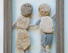 Si la abuela tuviera ruedas... Piedras naturales recogieron de la orilla del mar en la Tierra Santa, Israel. Las piedras se unen a una ventana vieja renovada.  Uno de los tipos!!!  Un único 3D arte de la pared, hecho con mucho amor.  Obra de arte podría ser obra de arte El WOW en la decoración de tu casa!!!!!!  Un gran regalo para la familia para cualquier ocasión. Regalo de inauguración de la casa, regalo para un cumpleaños, aniversario, casa nueva o una Navidad.  Listo para colgar…
