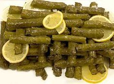 Ege Usulü Yaprak Sarması Tarifi – Zeytinyağlı Tarifler – Sarma ve dolma tarifi – Las recetas más prácticas y fáciles Turkish Recipes, Ethnic Recipes, Turkish Sweets, Turkish Kitchen, Stuffing Recipes, Fresh Fruits And Vegetables, Wrap Recipes, Arabic Food, Food And Drink