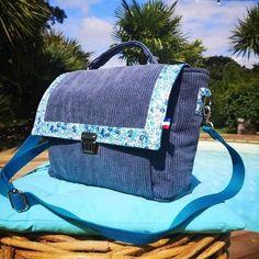 Atelier24 sur Instagram: 🌸🅛🅘🅑🅔🅡🅣🅨🌸 Sac cartable, Le Quadrille ! En velours côtelé bleu et liberty assorti ! Taille médium Largeur 30 cm Hauteur 23 cm Profondeur…