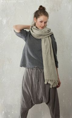LINEN / WOOL Sarouel Harem Pants / Trousers  Did she poop her pants?! Does she have a soggy wet diaper in there? Is she hiding another human being in there?! WTH?!